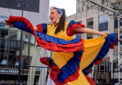 traje tipico colombia amarillo cumbia muyska