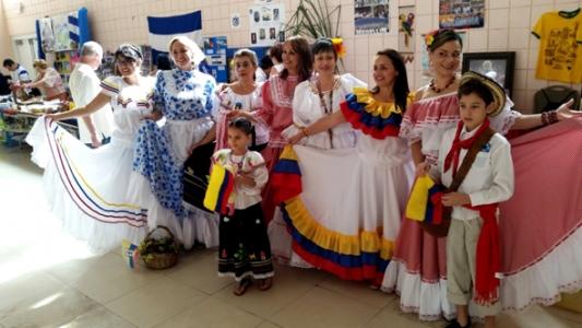 traje tipico campesina cumbia chapolera bordado colombia muyska