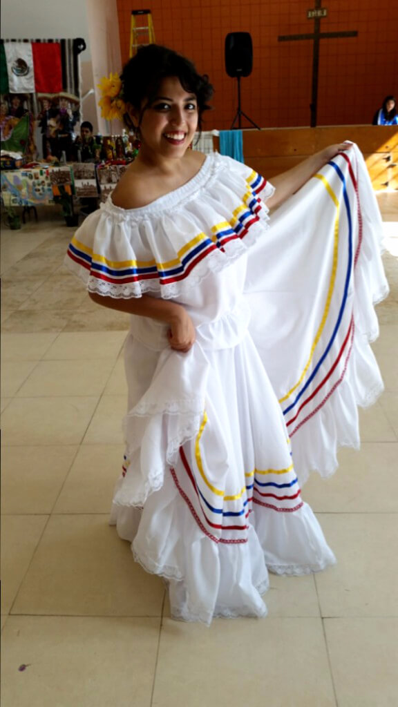 traje tipico cumbia blanco colombia muyska